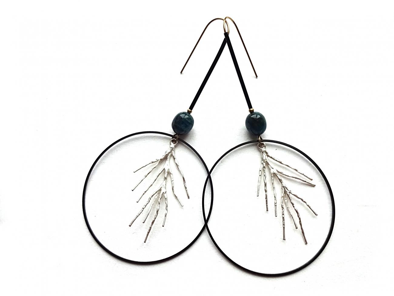 Apatito ir sidabro šakelių auskarai su oksiduoto žalvario detalėm