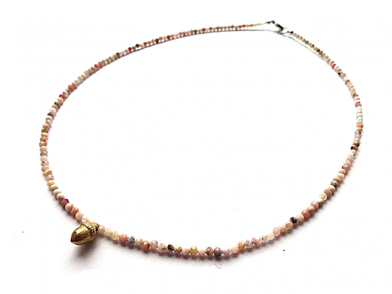 Andų opalo vėrinukas su rožiniu auksu dengtu žalvariniu giliuku