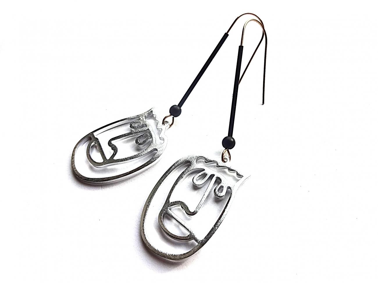 Auskarai veidai iš sidabru dengto aliuminio ir oksiduoto žalvario