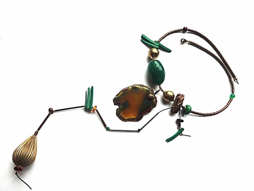 Agatų, hematito, kokoso medžio ir žalvario detalių vėrinys