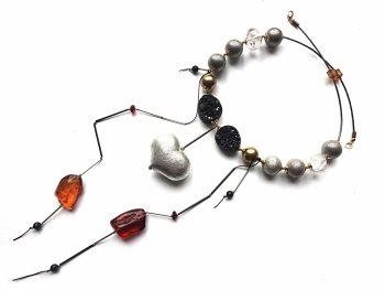 Gintaro, agato, kalnų krištolo ir sidabruotos širdies ir burbulų vėrinys