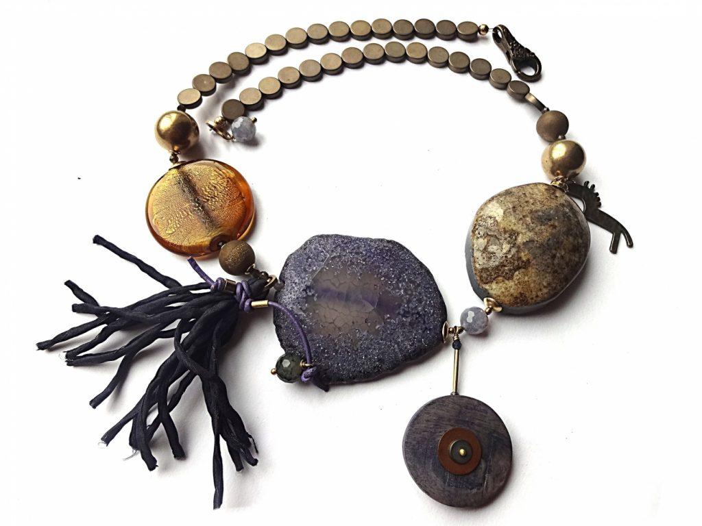 Agatų, hematito, stiklo ir natūralaus šilko vėrinys