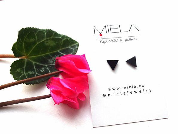 Minimalistiniai auskarai juodi trikampėliai