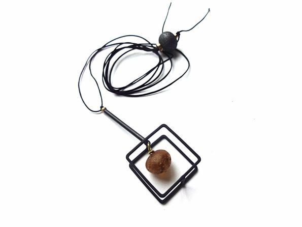 Geometrinis minimalistinis akabutis su natūraliu gintaru iš oksiduoto žalvario