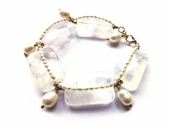 Rekonstituoto kvarco ir gėlavandenių perlų apyrankė