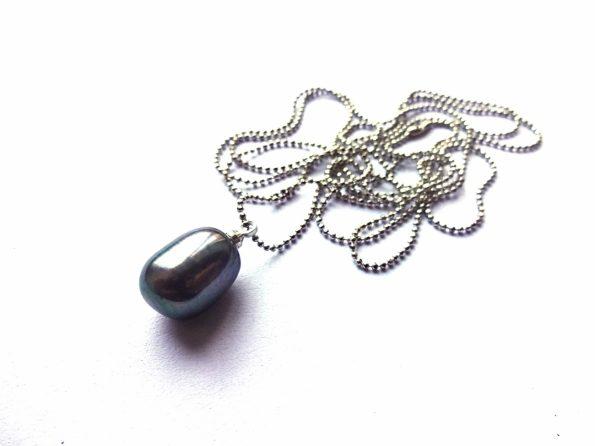 Tobulas pilai mėlynas gėlavandenis perlas ant roduotos grandinėlės