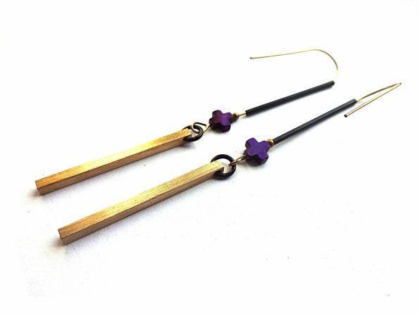 Minimalistiniai žalavriniai auskarai pagaliukai su violetiniu hematito pliusu