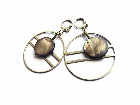 Sidabruoto žalvario auskarai lankai su perlamutro apskritimais
