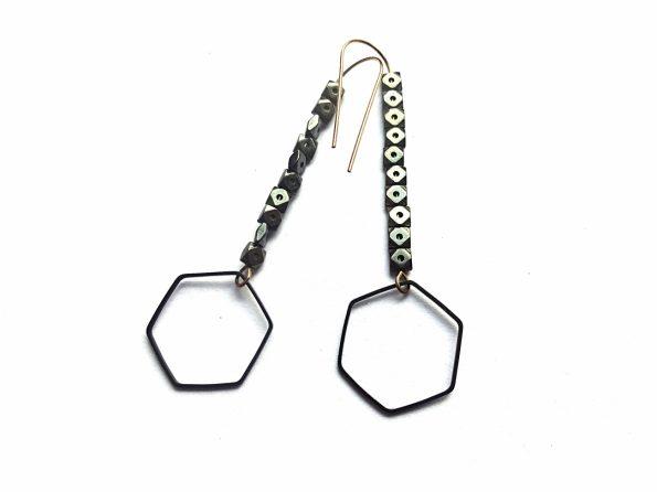 Geometriniai šešiakampiai auskarai su hematito akmenukais