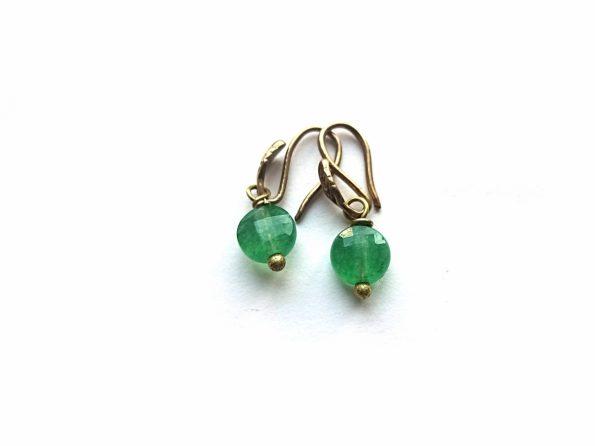 Žalio japoniško žadeito auskarėliai su žalavrio kabliukais su lapeliu