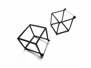 Geometriniai minimalistiniai auskarai kubai