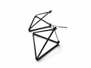 Geometriniai minimalistiniai auskarai juodi trikampiai