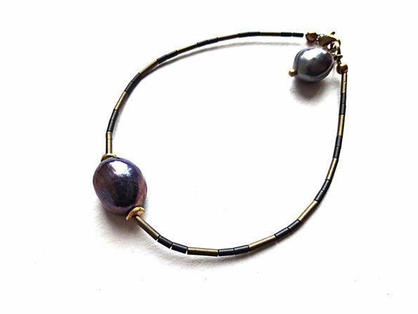 Matinio hematito ir pilkai mėlyno perlo apyrankė