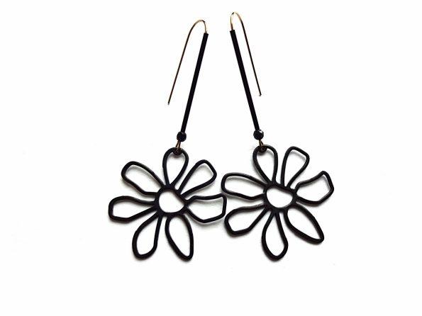 Auskarai juodos gėlės