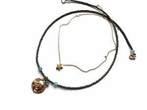 Hematito vėrinys su saulės ir mėnulio medalionu, apatitu ir auksuoto plieno žvaigždele ant grandinėlės