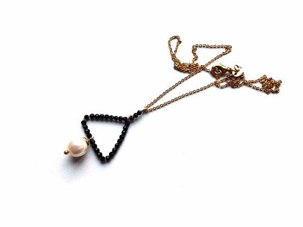 Auksuoto plieno grandinėlė su špinelio ir gėlavandenio perlo pakabučiu