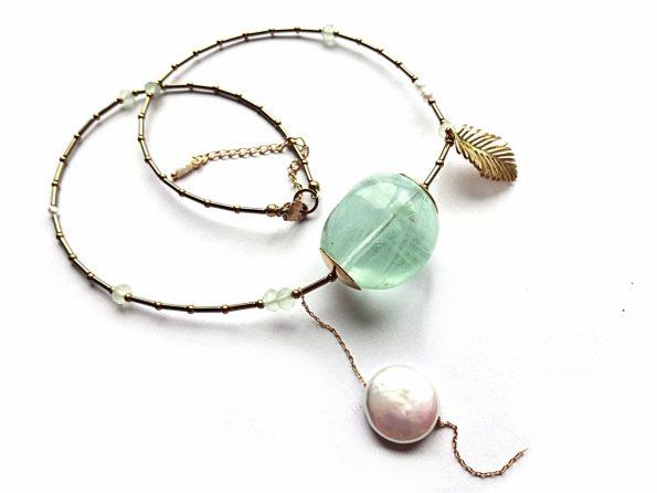 Elegantiškas vėrinys su dideliu fluorito grynuoliu, hematito vamzdeliais, gėlavandeniais perlais