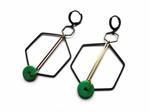 Geometriniai oksiduoto ir natūralaus auskarai su žalia keramikaž