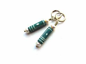 Kaulo ir gėlavandenių perlų auskarai vamzdeliai