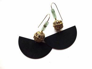 Oksiduoto žalvario auskarai pusmėnuliai su ažūriniu žalvario karoliu ir aventiurino akmenuku