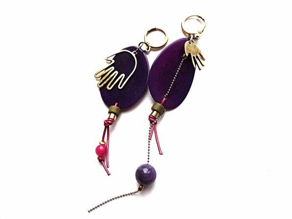Asimetriški violetinio tagua riešuto auskarai su žalvario rankytėmis, ametistu, žadeitu