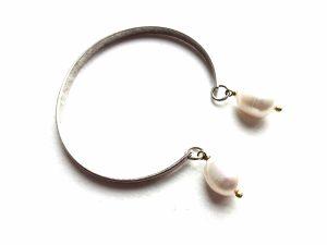 Sidabruoto žalvario apyrankė su gėlavandeniais perlais
