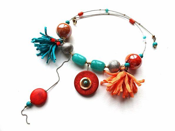 Ryškus žadeito, keramikos, sidabro, koralo vėrinys su kokoso medžiu ir natūralaus šilko kutais