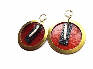 Masyvūs rudo perlamutro, biwa perlo ir oksiduoto bei natūralaus žalvario auskarai
