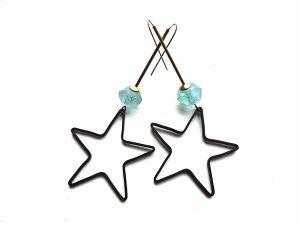 Auskarai juodos žvaigždės su afrikietiško stiklo karoliais