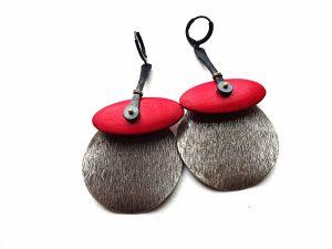Raudono akacijos medžio ir sidabruoto žalvario masyvūs auskarai