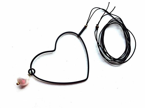 """Ilgas pakabukas """"Širdis"""" iš oksiduoto žalvario su gėlavandeniu perlu"""
