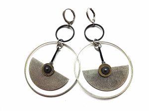 Geometriniai auskarai iš oksiduoto ir sidabruoto žalvario su hematit
