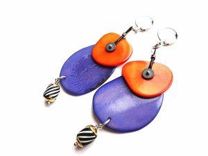 Žibuoklių spalvos ir oranžinio tagua riešuto auskarai su hematitu ir afrikietišku stiklu