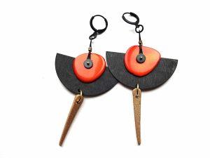 Oksiduoto žalvario auskarai pusmėnuliai su oranžiniu tagua riešutu ir keramika