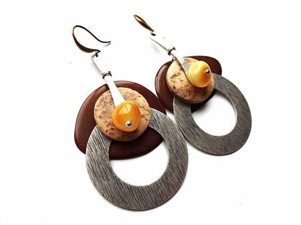 Rudo tagua riešuto, natūralaus gintaro is sidabruoto žalvario lankų auskarai