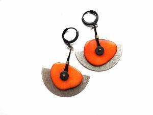 Sidabruotų pusmėnulių ir oranžinio tagua riešuto auskarai