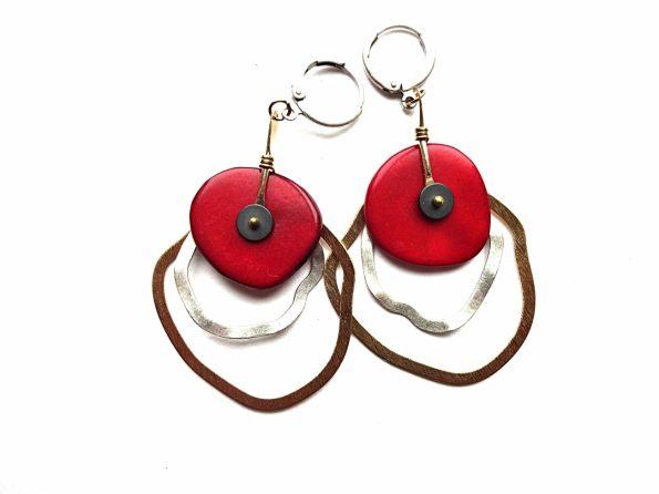 Siadabruoto ir auksuoto žalvario auskarai žiedai su raudonu tagua riešutu