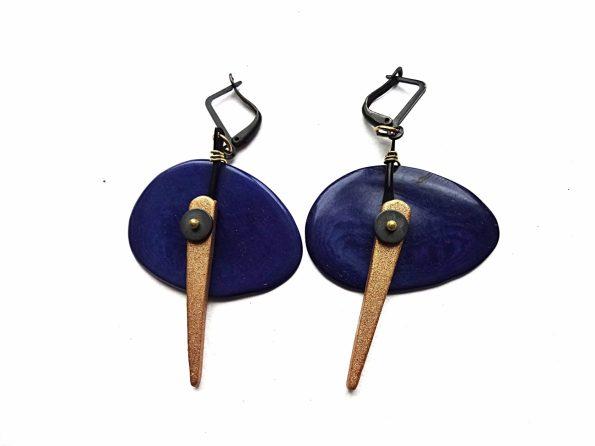 Mėlyno tagua riešuto auskarai su keramika ir hematitu