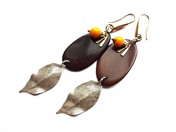 Rudo tagua riešuto ir sidabruotų lapų auskarai