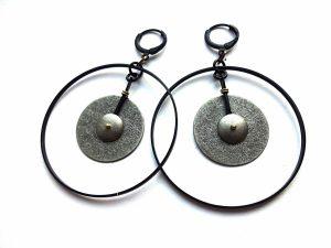 Sidabruoto faktūrinio ir juodinto žalvario auskarai lankai
