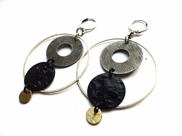 Apvalūs auskarai lankai iš siddabruoto, oksiduoto ir natūralaus žalvario