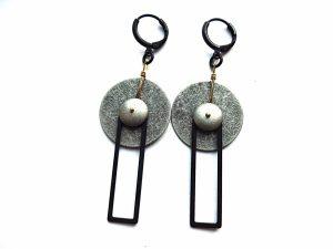 Geometriniai auskarai iš sidabruoto faktūrinio ir oksiduoto žalvario